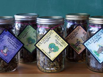 Picture of Kale Chips Quart JAR: Heirloom Basil Pesto By Kaleidoscope