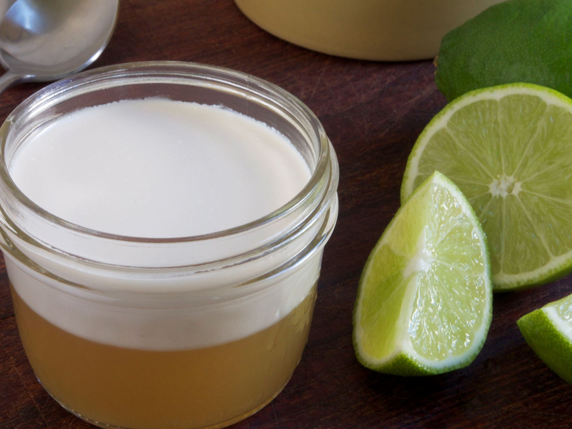 Picture of Lime Gelatina with Coconut Cream